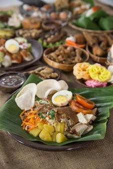 インドネシアの伝統的な食べ物