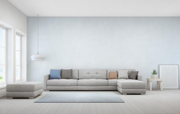 木製コーヒーテーブルと大きなソファーの屋内植物