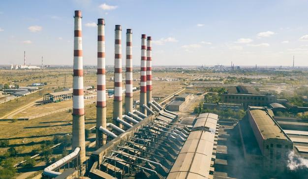 産業大気汚染の概念、都市、空撮fの近くの工場