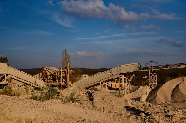 工業地帯の砂利砂地質学作業