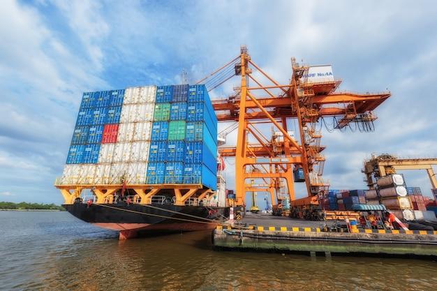 物流輸出向け産業コンテナ貨物貨物船