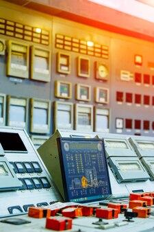 産業用コントロールパネル。原子力。ボタンとレバー付きのコントロールパネル。