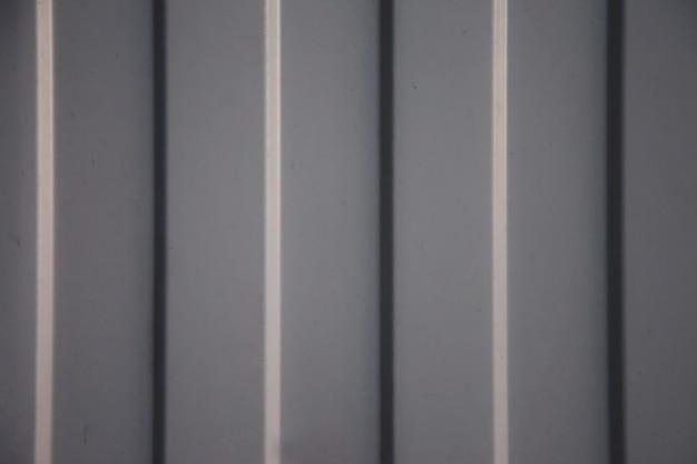 ボルト付きの錫シートで作られた工業用トタン工業用テクスチャ壁。グランジ金属板の背景。サイトのスペースをコピーする