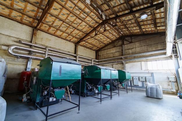 공장에서 산업 장비입니다. 저장용 탱크.