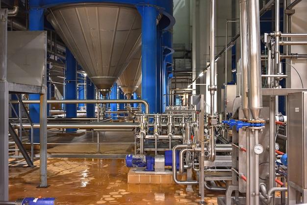 醸造所の店内の産業機器、醸造所の発酵店