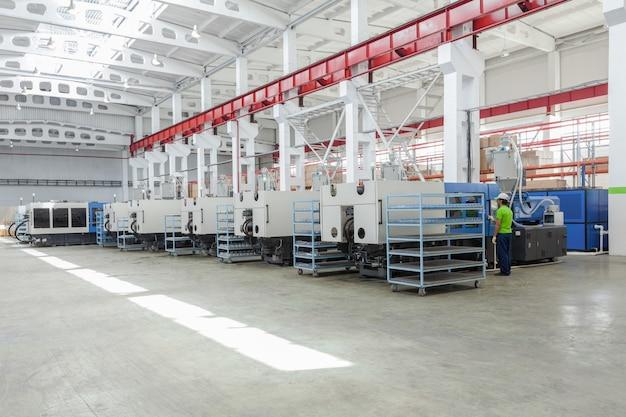 Промышленный термопластавтомат для изготовления пластмассовых деталей из полимеров.