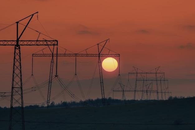 고전압 전력선이있는 산업 환경