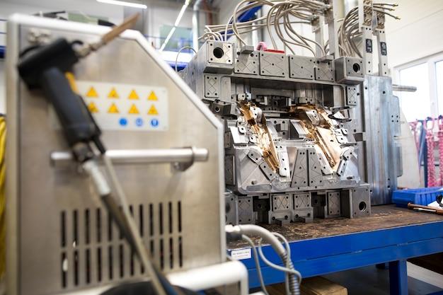 Фрезерование промышленных металлических форм, металлообработка