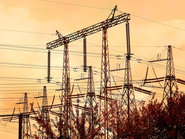 Промышленные линии электропередач закат фон