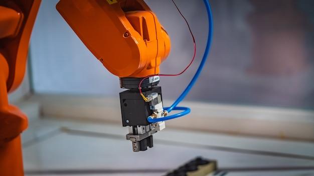 Industrial robotic machine