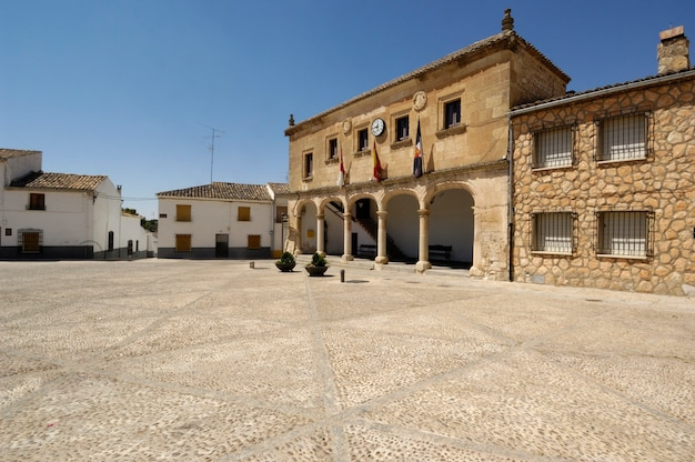 Площадь инфанте дон хуан мануэль, аларкон, провинция куэнка, ла-манча, испания