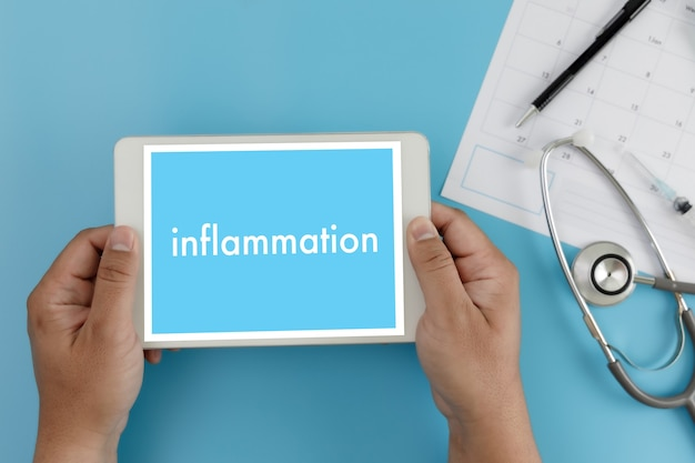 Воспаление концепция воспаления суставов врач здравоохранения медицинский отчет, лимфатические узлы, аллергии. дерматология. Premium Фотографии