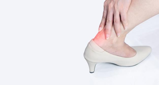 女性のかかと靭帯の炎症