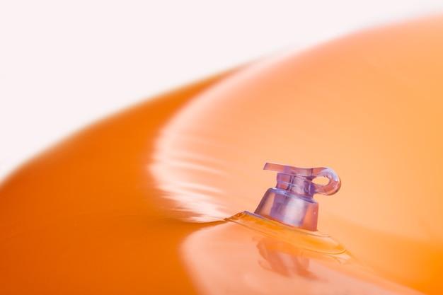 밸브가있는 풍선 오렌지색 목욕 쿠션