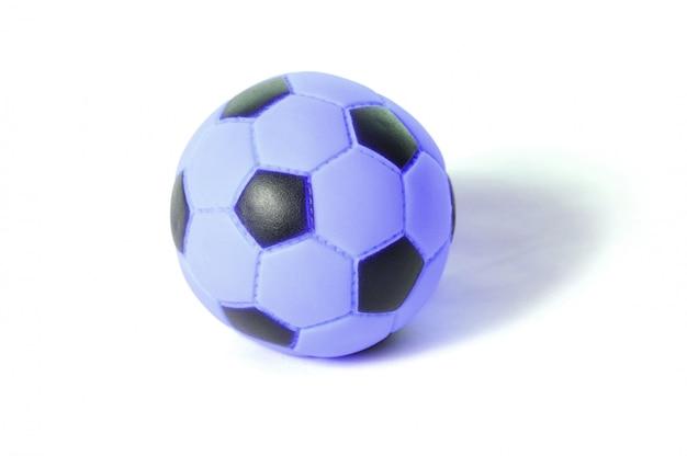 白で隔離される膨脹可能なポリ塩化ビニールのサッカーのおもちゃ
