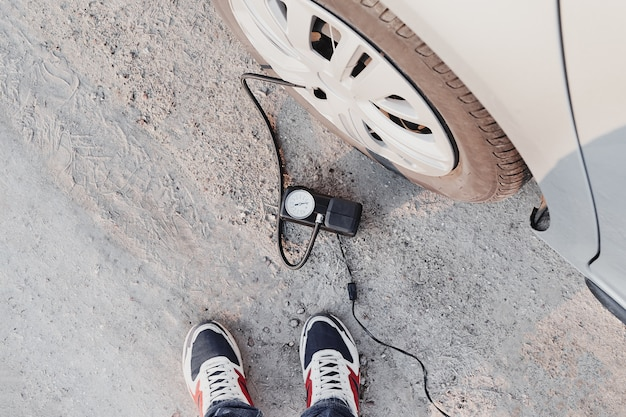 Inflating tire with car compressor