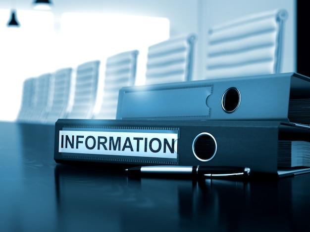 Информация. иллюстрация на тонированном фоне. папка с файлами с надписью на рабочем столе. 3d визуализация.