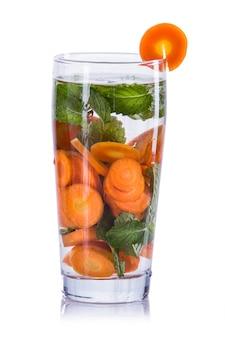 Настоенная водная смесь из моркови и мяты