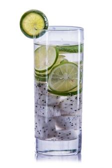 Настоенная водная смесь из фруктов дракона и лайма