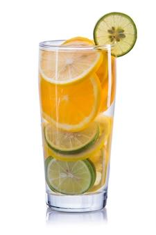 Настоенная водная смесь апельсина, лимона и лайма