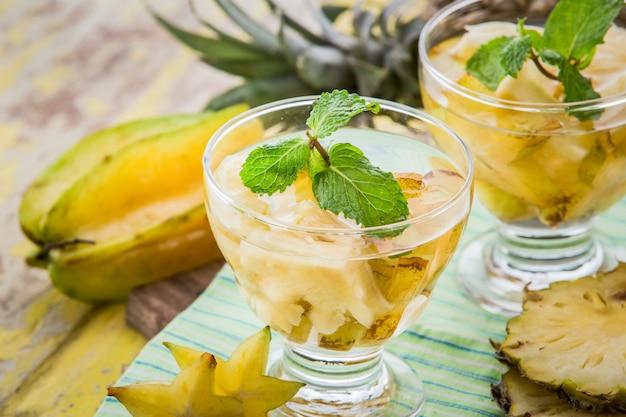 スターフルーツとパイナップルの注入水ミックス
