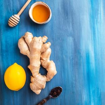 赤茶、蜂蜜、レモン、生ingerの組成。上面図。