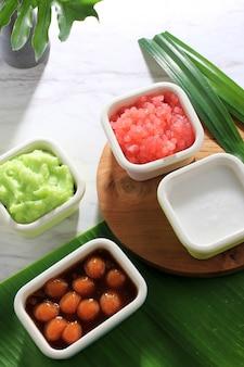 Ингредиент популярной традиционной каши es bubur sumsum или es bubur lemu bandung с западной явы