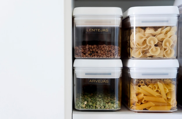 Ingredientes in containers