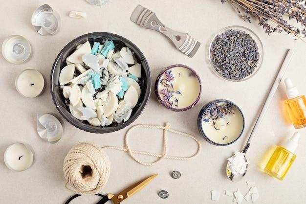 오래된 양초로 만든 수제 아로마 양초를 위한 재료와 도구왁스, 에센셜 오일, 심지, potscraft 취미, 중소기업, 장인 제품 개념
