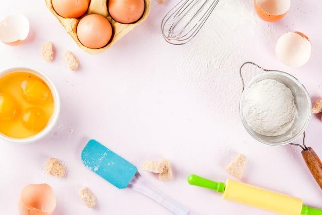 Ингредиенты и посуда для приготовления выпечки
