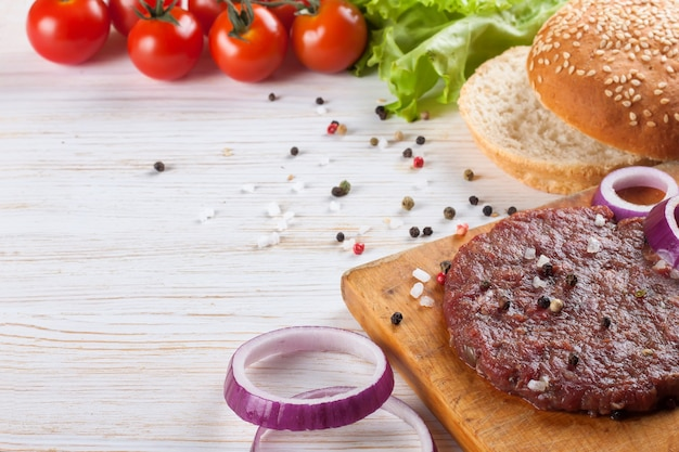 The ingredients for the burger