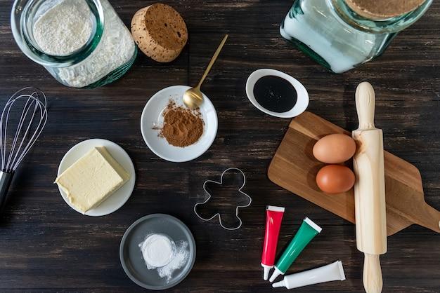 Ингредиенты для выпечки рождественских пряников человечков
