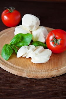 Ингредиенты для салата капрезе