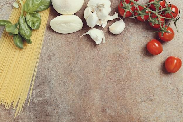 パスタを調理するための材料
