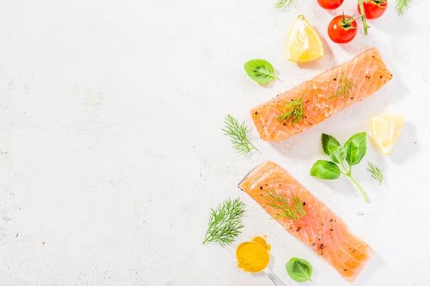 Ингредиенты для приготовления пищи на белом фоне.