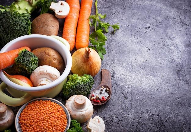 野菜スープを調理するための材料