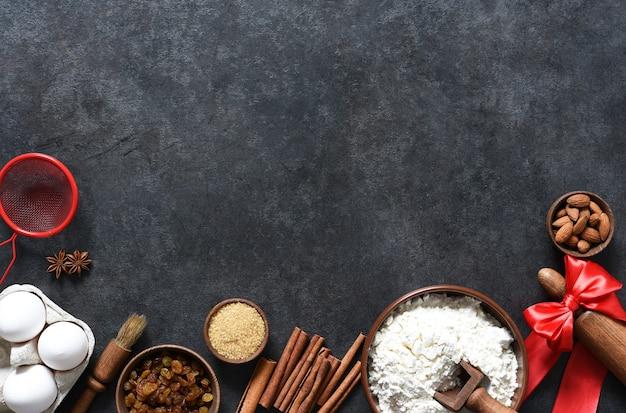 クリスマスの焼き菓子を作るための材料。上面図