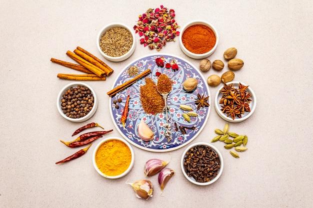Ингредиенты для приготовления восточных пряностей рас-эль-ханаут