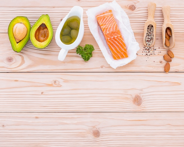 나무에 건강 식품 선택 재료.