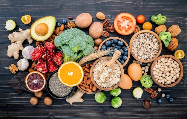 건강 식품 선택을위한 재료가 설정됩니다.