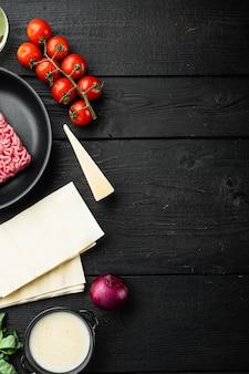 ラザニアの準備のための成分。トマト、ソース、ベシャメル
