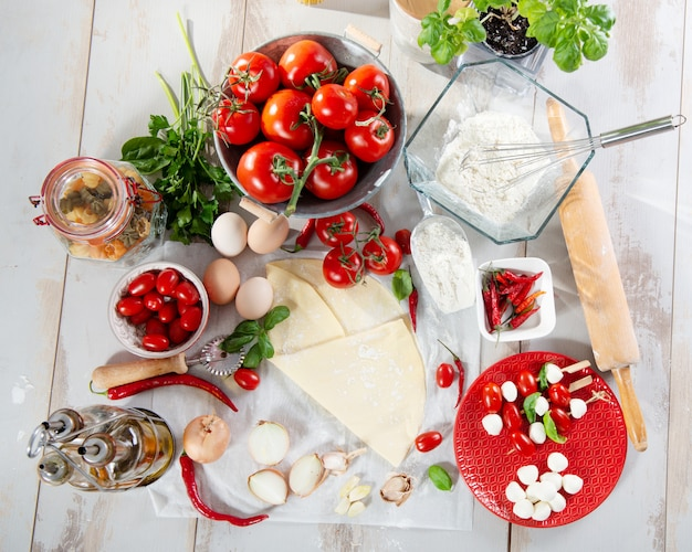 Ingredients for the preparation of the pizza