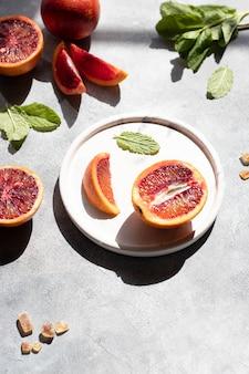 레모네이드 블러드 오렌지, 민트 잎, 갈색 설탕에 대한 ingridients