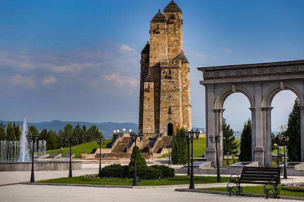 ロシアのイングーシマガスの古い柱