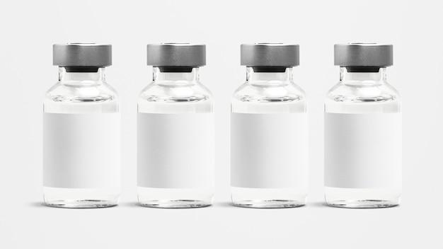 空白の白いラベルが付いている注射ガラス瓶