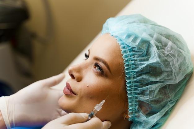 Инъекции в контурную пластику лба для коррекции объема и формы носа, подбородка, скул, висков