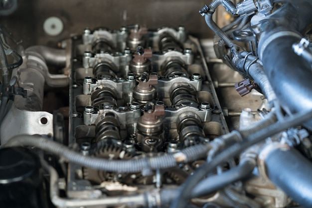 Injection system on modern common-rail turbo diesel engine, camshaft, valve cover