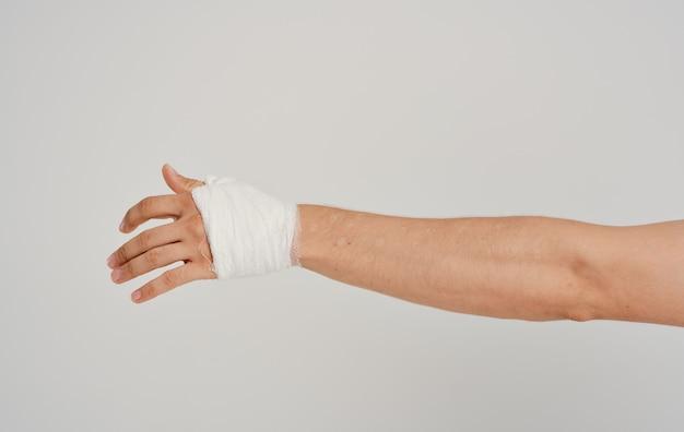 Травмированная рука перевязка пациента проблемы со здоровьем медицина