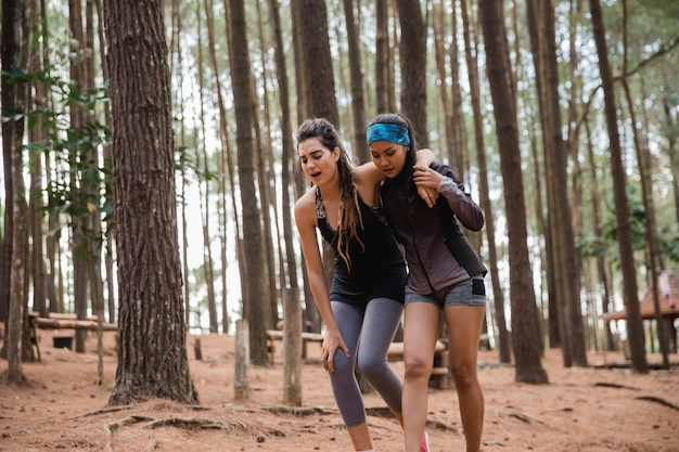 Injured on her knee helped by her friend