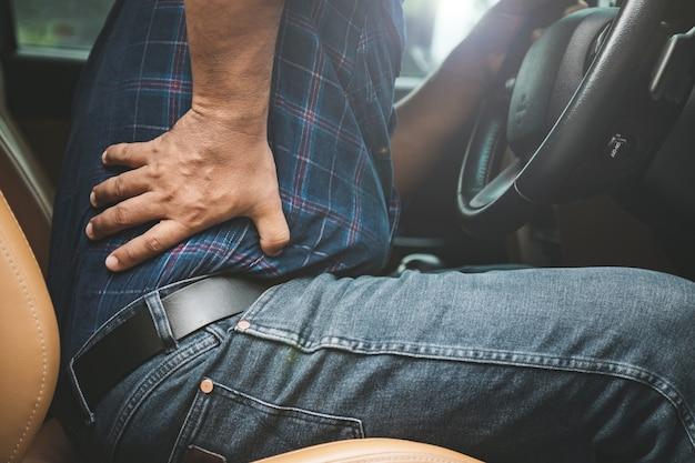 Травма или усталый мужчина от вождения